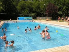La piscine découverte chauffée
